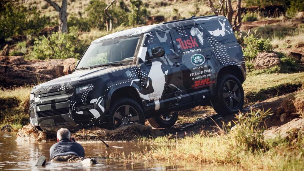 Novo Land Rover Defender já rastreia leões na África 2020-l51