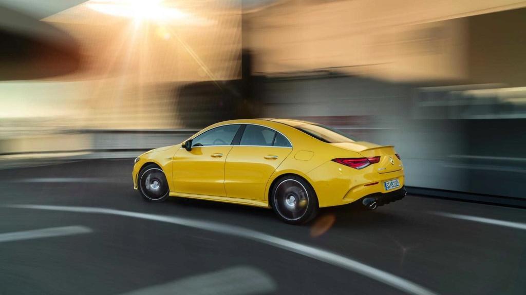 Novo Mercedes-AMG CLA 35 com 306 cv e design invocado  2020-m12