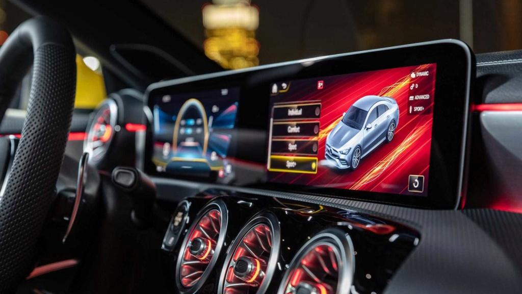 Novo Mercedes-AMG CLA 35 com 306 cv e design invocado  2020-m16