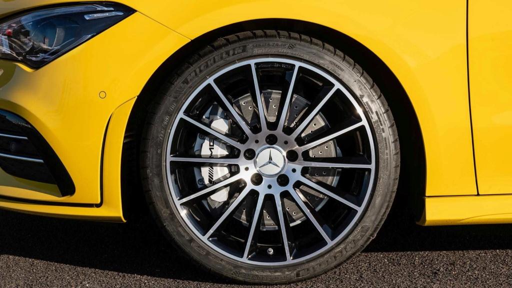 Novo Mercedes-AMG CLA 35 com 306 cv e design invocado  2020-m19