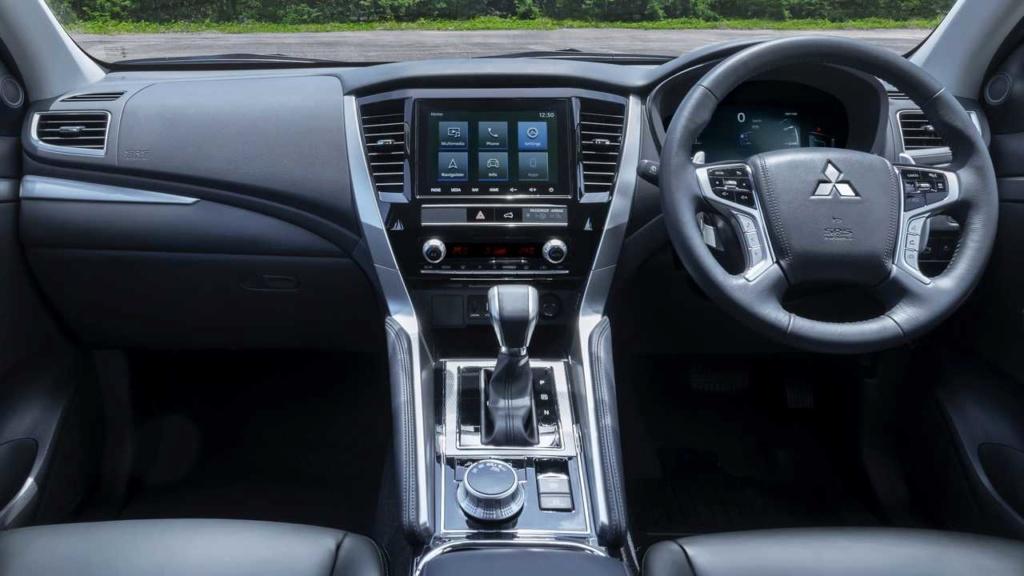 Recém-lançado no Brasil, Mitsubishi Pajero Sport ganha nova cara na Ásia 2020-m36