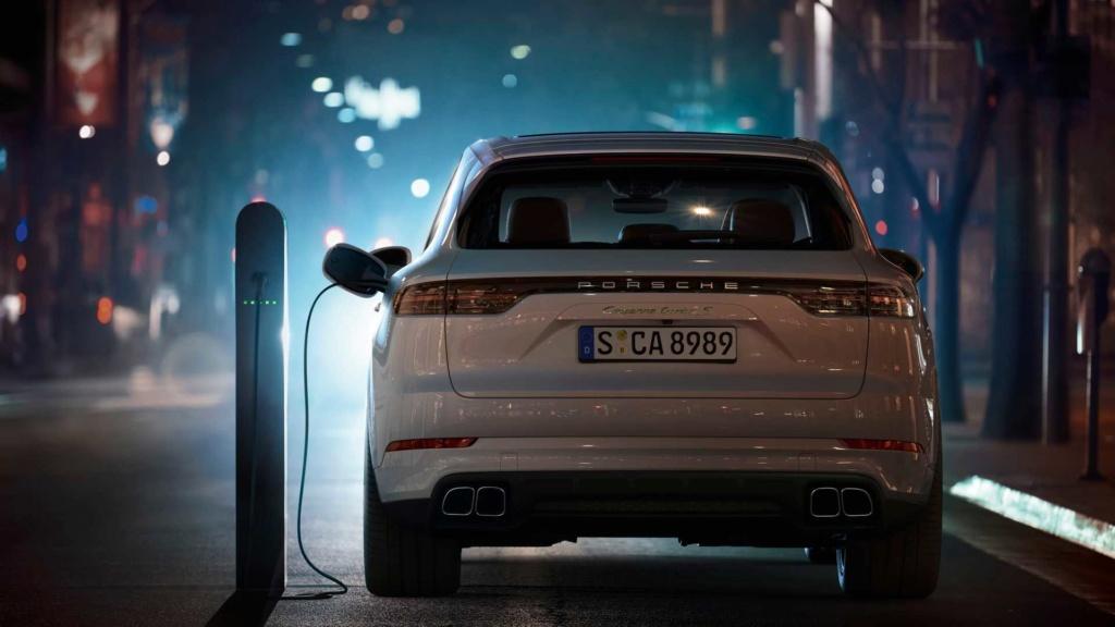 Porsche Cayenne Turbo S E-Hybrid custa R$ 946 mil e faz 25,6 km/litro 2020-p18