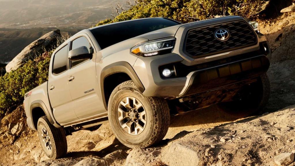 Toyota registra irmã maior da Hilux no Brasil 2020-t23