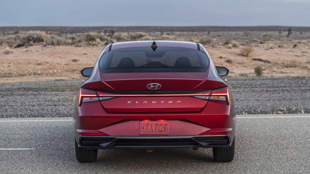 Hyundai Elantra 2021 terá versão esportivada N Line 2021-h17