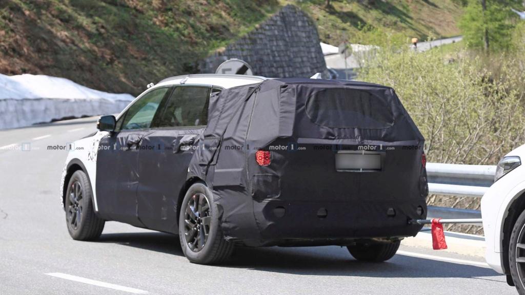Novo Kia Sorento 2020 reboca BMW X5 durante testes 2021-k14