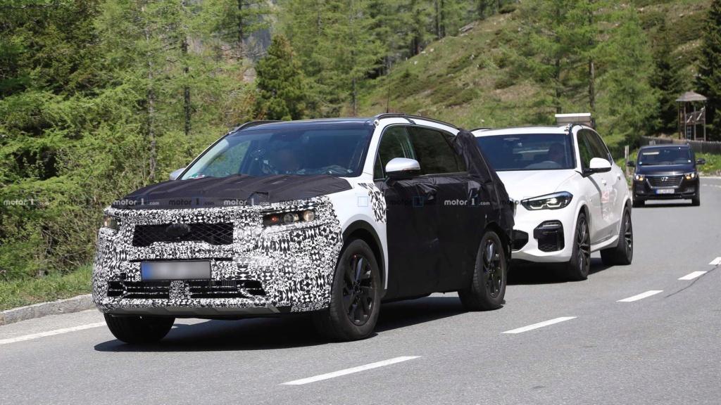 Novo Kia Sorento 2020 reboca BMW X5 durante testes 2021-k15