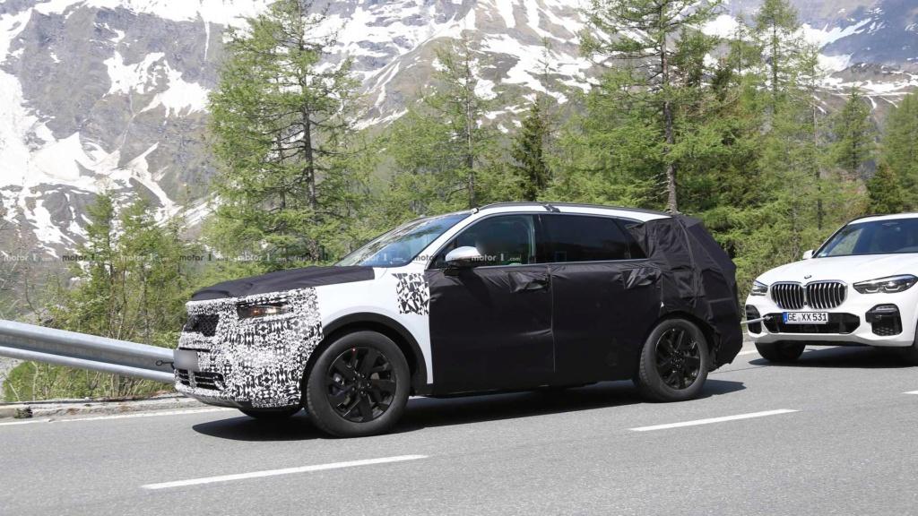 Novo Kia Sorento 2020 reboca BMW X5 durante testes 2021-k16