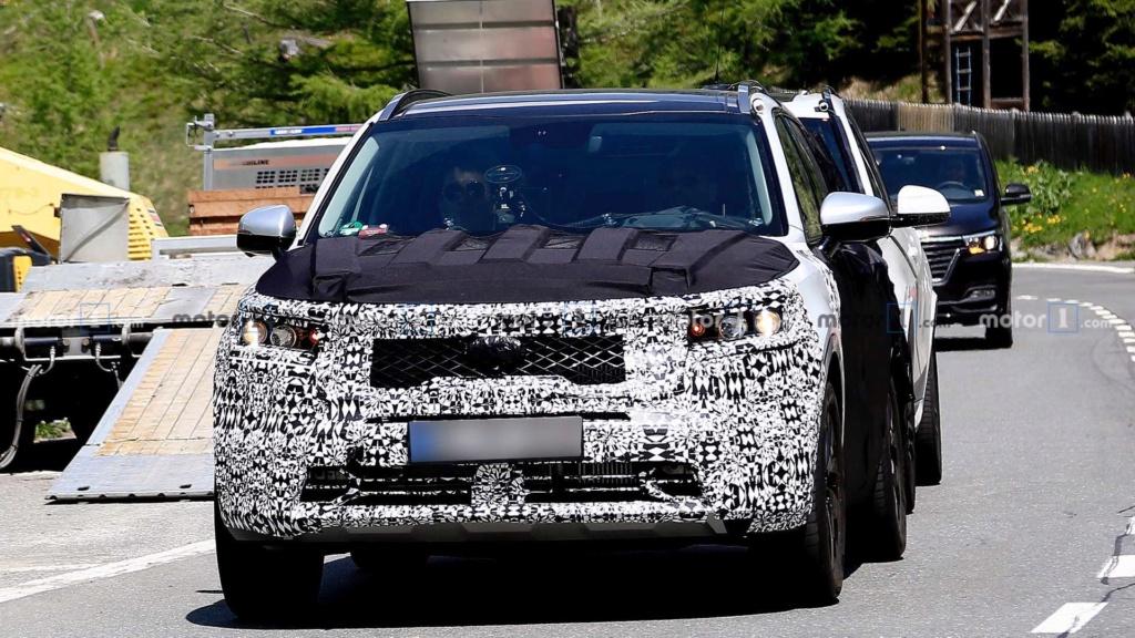 Novo Kia Sorento 2020 reboca BMW X5 durante testes 2021-k19