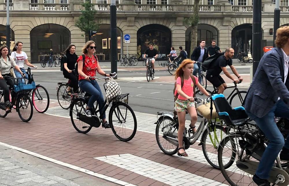 Amsterdã proibirá veículos a gasolina e diesel a partir de 2030 Bicicl10