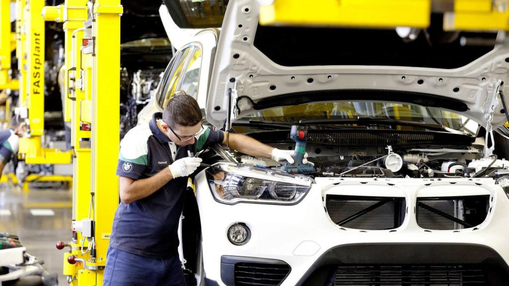 BMW paralisa produção em Santa Catarina até 22 de abril Bmw-x116