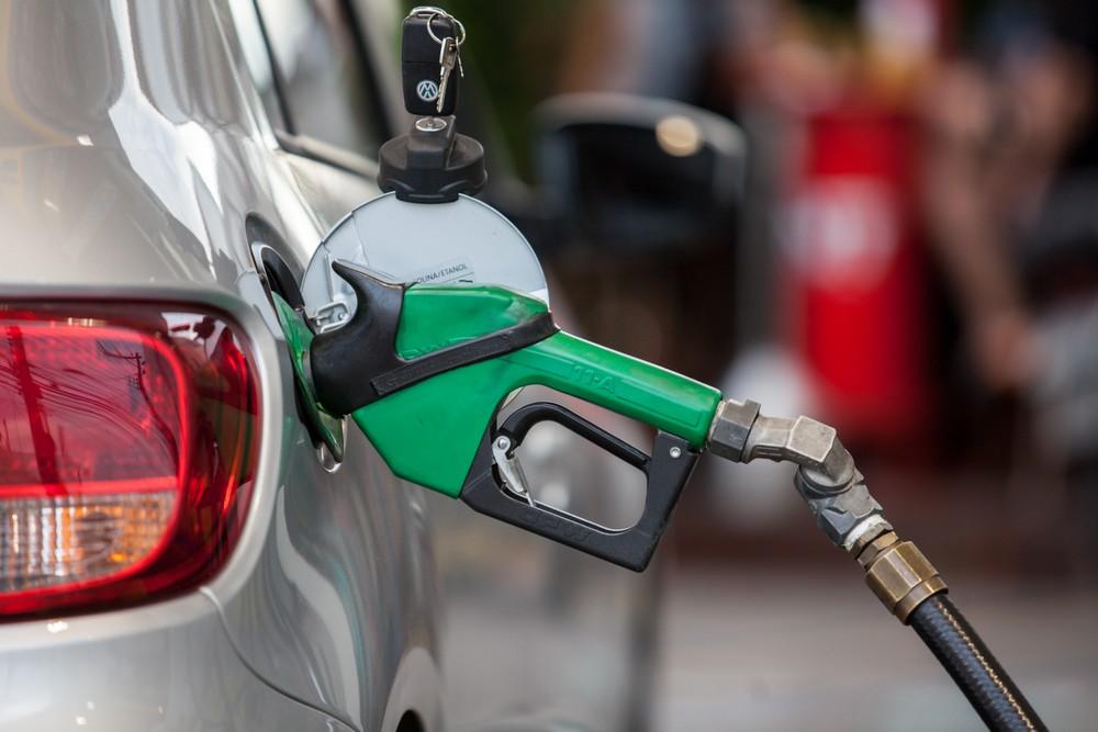Preço da gasolina sobe nos postos pela 4ª semana seguida, diz ANP Bomba-10