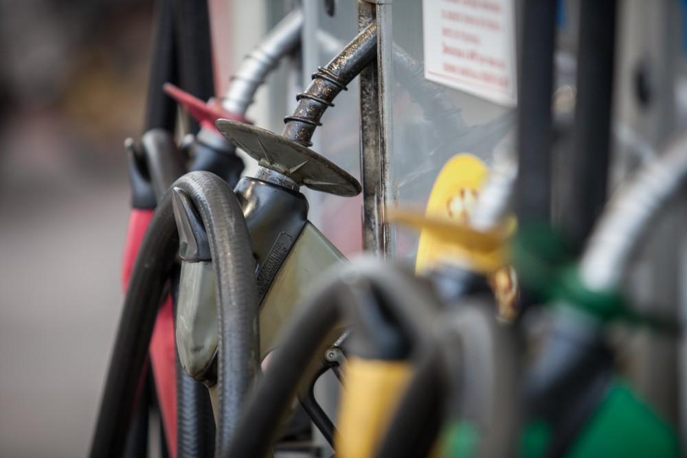 Preço do litro da gasolina e do diesel sobe nos postos, diz ANP Bomba-14