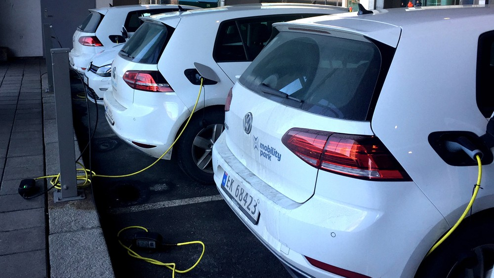 Amsterdã proibirá veículos a gasolina e diesel a partir de 2030 Carro-10