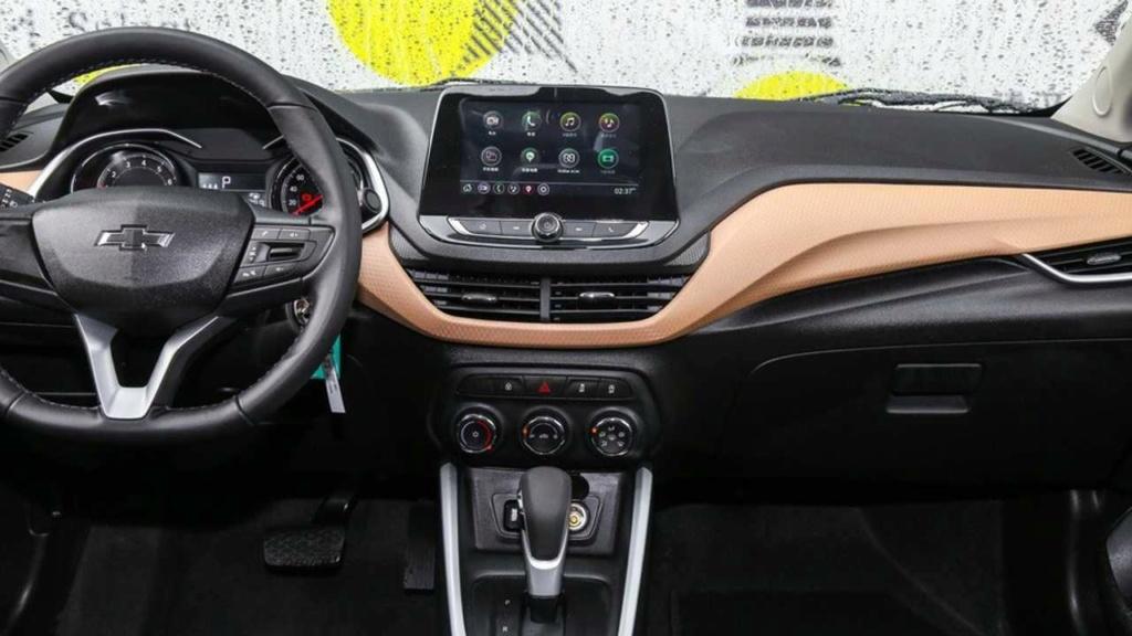 Novo Onix Sedan terá carregador de celular sem fio e partida por botão Chevr138