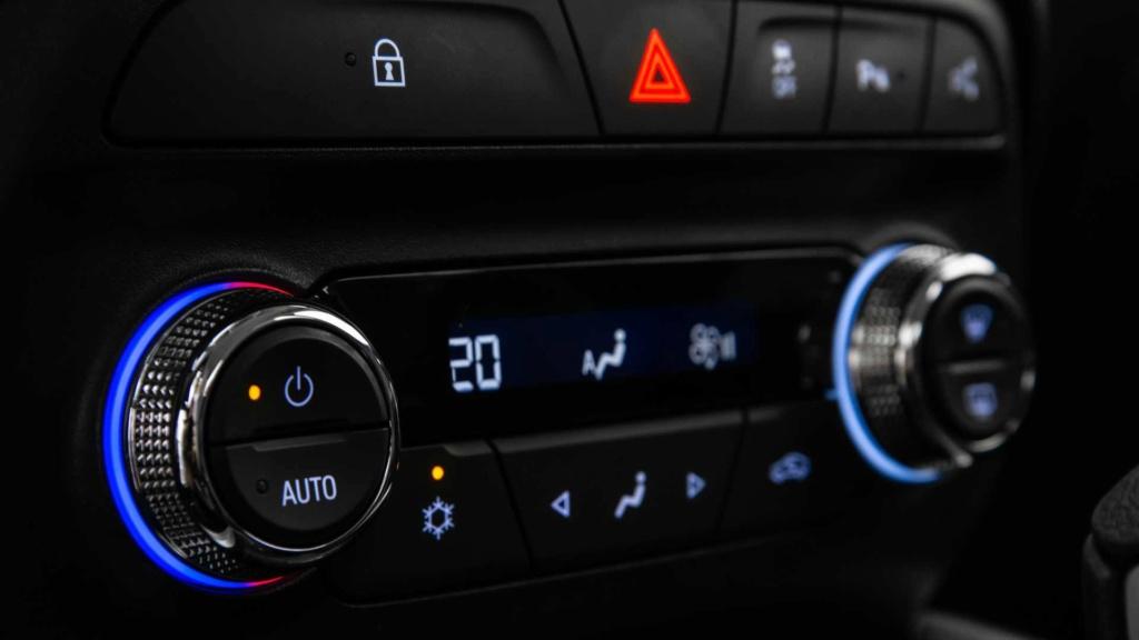 Vídeo - Levamos o Chevrolet Onix 2020 turbo para a pista! Chevr163