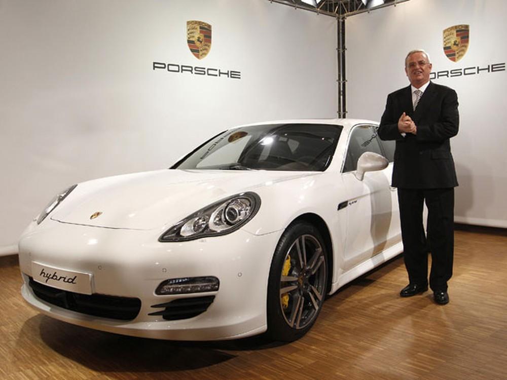 Porsche é multada em 535 milhões de euros por fraude em emissões Confer10