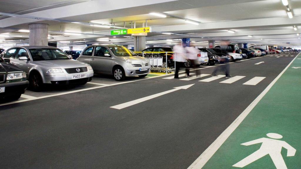 O que acontece com quem estaciona irregularmente em vagas de idosos? Estaci10