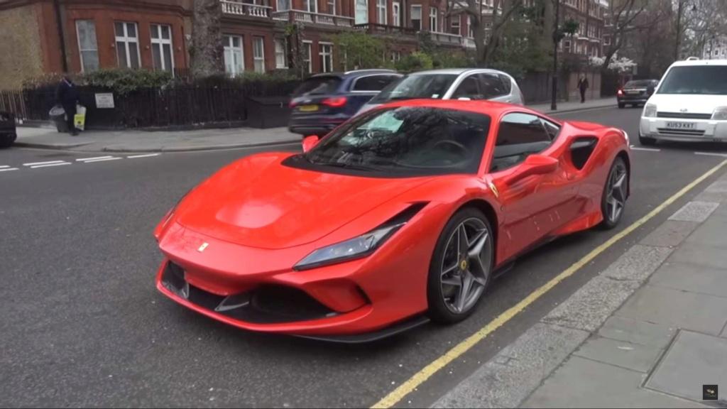 Ferrari F8 Tributo já aparece nas ruas Ferrar10