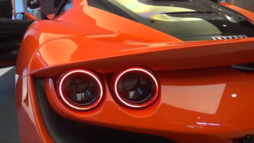 Ferrari F8 Tributo já aparece nas ruas Ferrar13