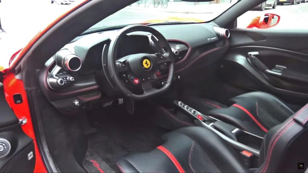 Ferrari F8 Tributo já aparece nas ruas Ferrar14
