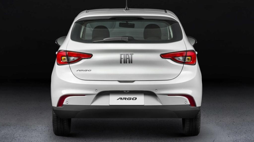 Fiat Argo aventureiro se chamará Trekking e estreará em abril Fiat-a12