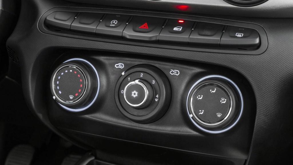 Fiat Argo aventureiro se chamará Trekking e estreará em abril Fiat-a21