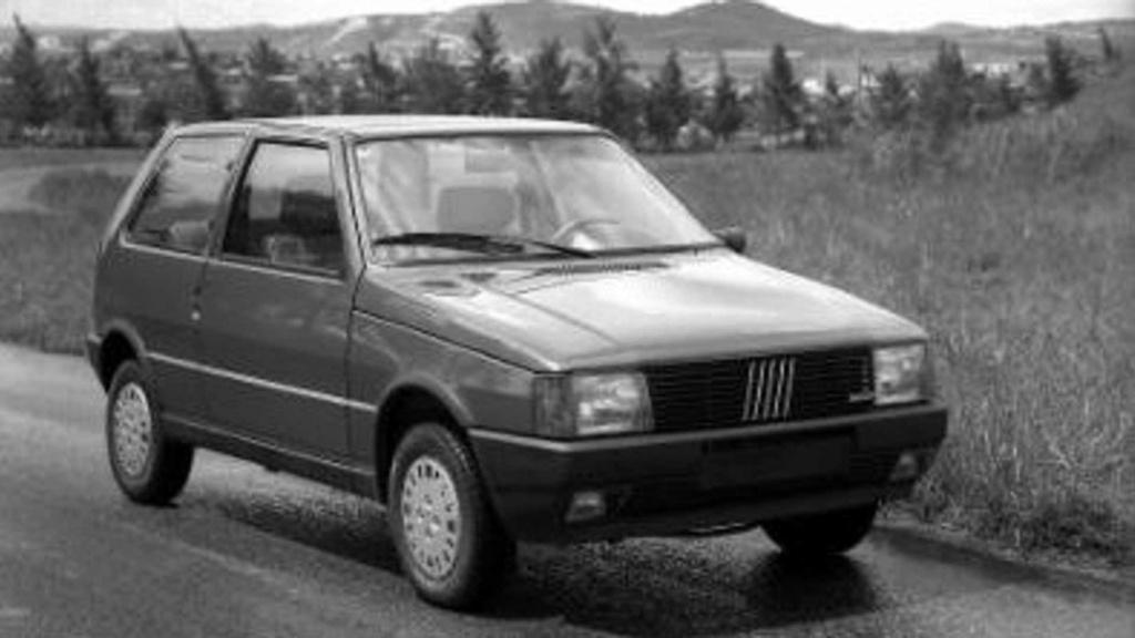 Fiat Uno completa 35 anos de Brasil com 4 milhões de unidades produzidas Fiat-u10