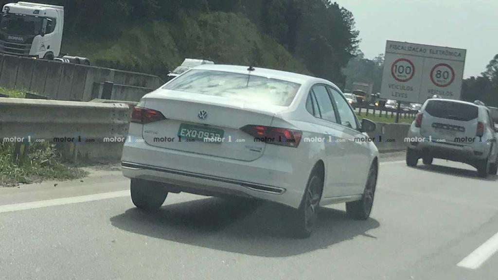 VW Polo e Virtus GTS aceleram juntos em teste de rodagem Flagra10
