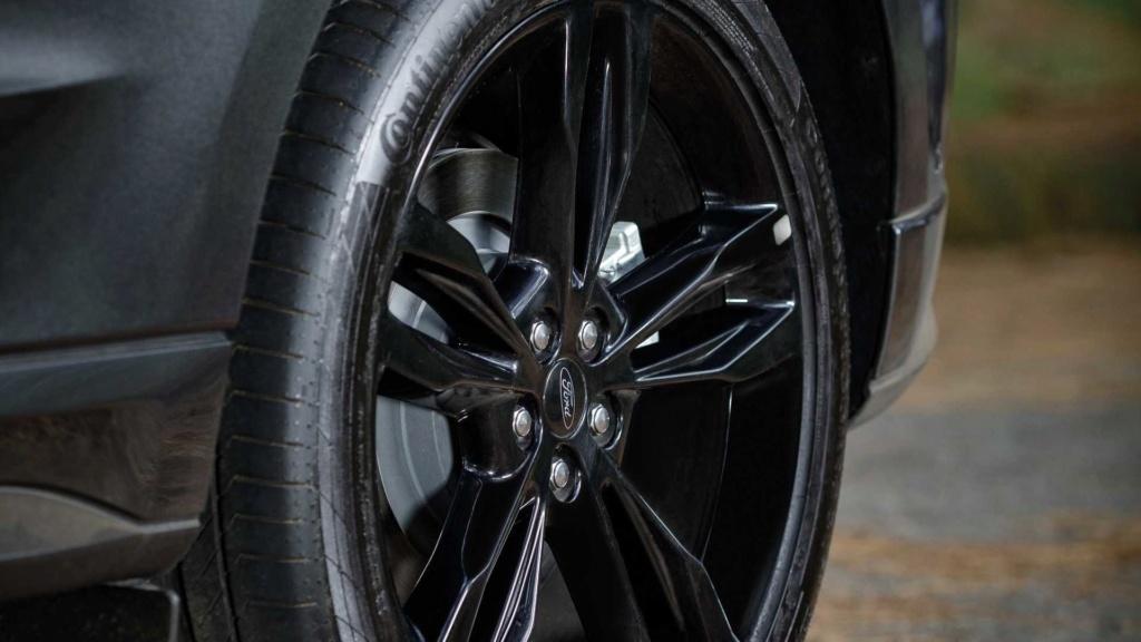 Ford Edge ST começa a mostrar a nova cara da marca Ford-e33