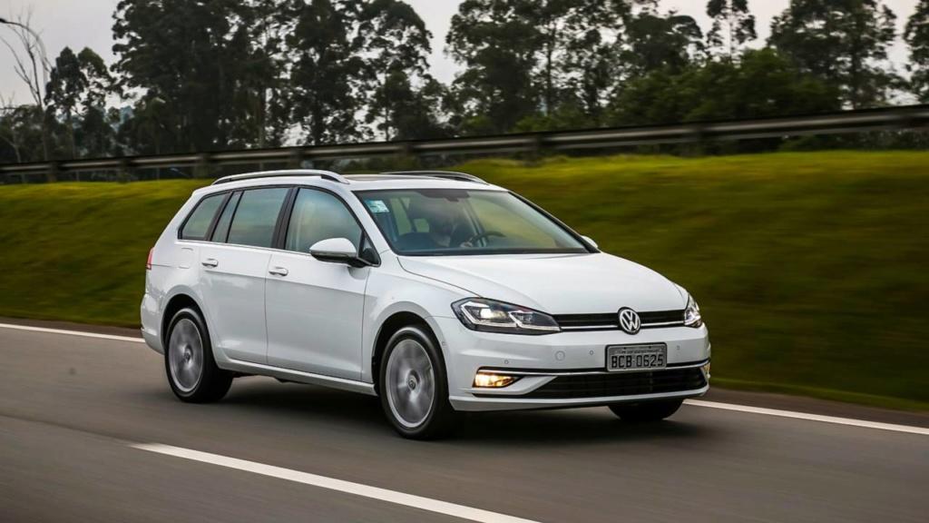 Salvem as peruas! VW Golf Variant tem nova geração confirmada Golf-v10