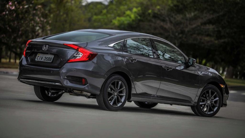 Civic e Cruze reduzem distância para o Corolla; veja ranking de vendas Honda136