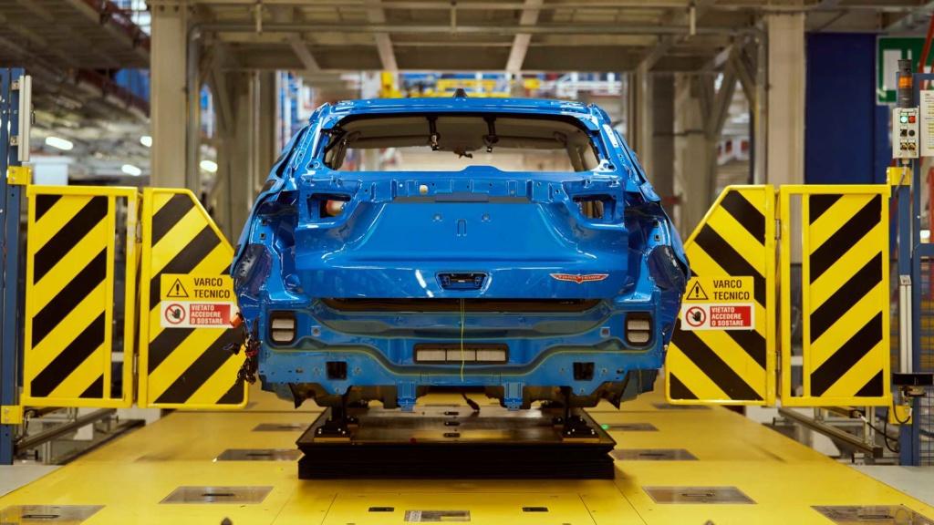 Jeep Compass e Renegade híbridos começam a ser produzidos Jeep-c24