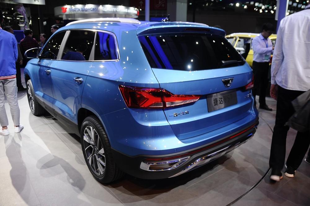 Jetta vira marca da Volkswagen na China, e sedã baseado no Santana é uma das apostas Jetta-11