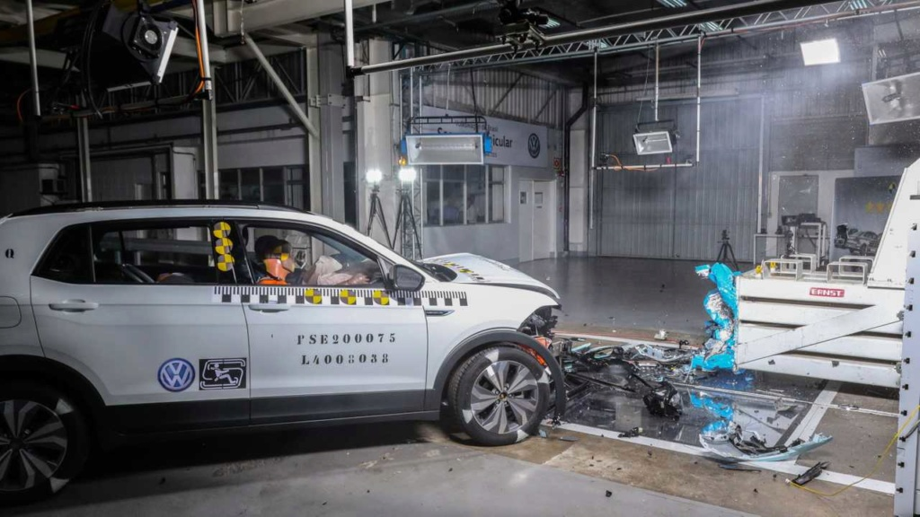 VW mostra como fez o T-Cross ter 5 estrelas em segurança Labora10