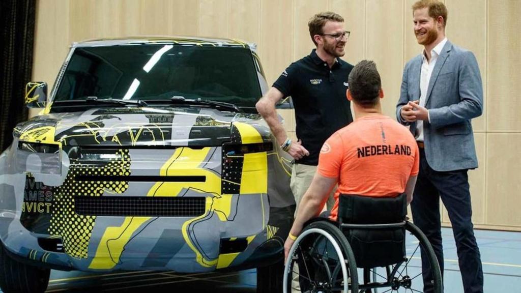 Novo Land Rover Defender 2020 se exibe quase sem camuflagem Land-r11