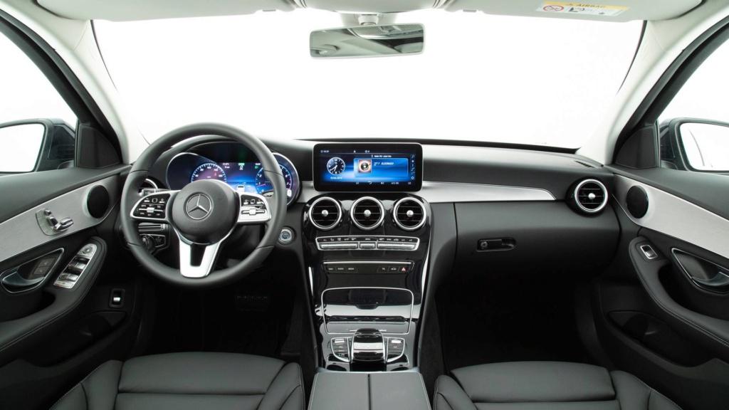 Mercedes oferece Classe C em duas versões com desconto de R$ 15 mil Merced25