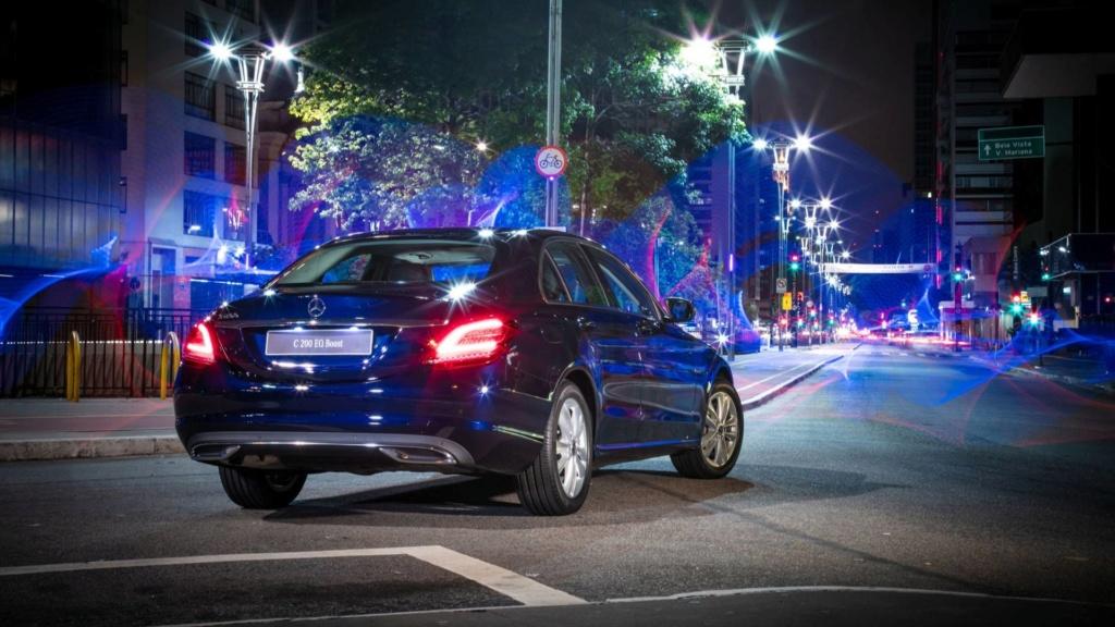 Mercedes oferece Classe C em duas versões com desconto de R$ 15 mil Merced26