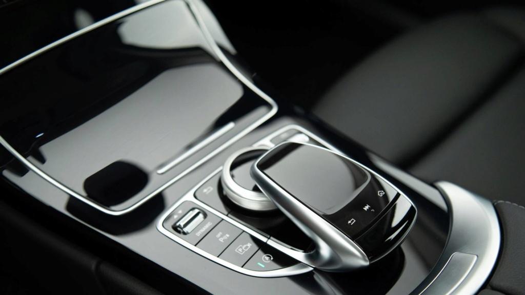 Mercedes oferece Classe C em duas versões com desconto de R$ 15 mil Merced28