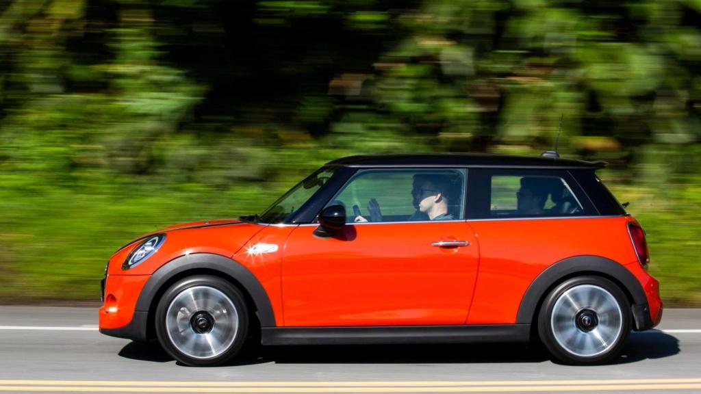 Mini Cooper voltará às origens e ficará menor na próxima geração Mini-c11