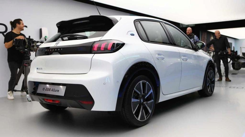 """Flagra: Novo Peugeot 208 """"Mercosul"""" terá diferenças para o europeu Novo-p10"""