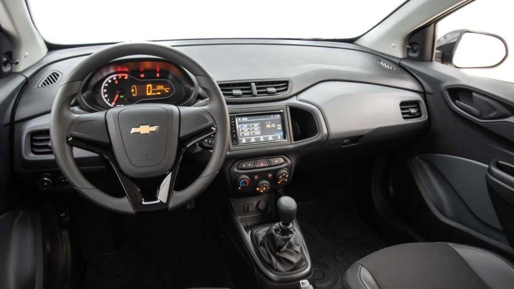 Chevrolet atualiza visual do Onix Joy Painel10