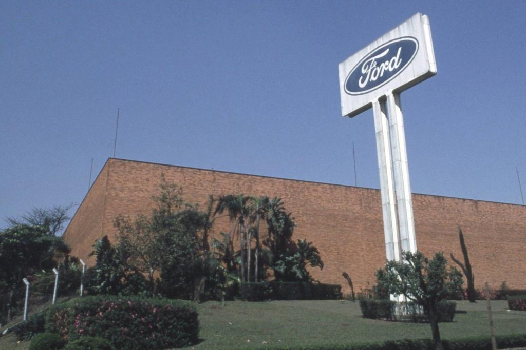 Noticias: Caoa vai comprar fábrica da Ford no ABC para fazer caminhões, diz jornal Qr_20_10