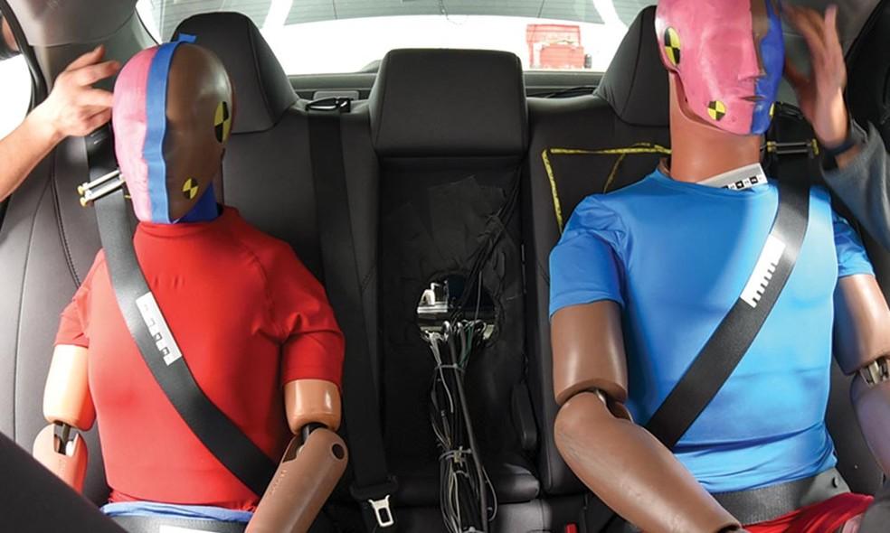 Viajar no banco de trás do carro não é mais seguro, indica estudo Rear-d10