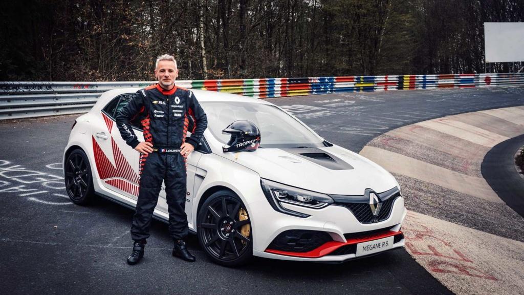 Renault Mégane R.S Trophy-R supera Civic Type R em Nürburgring Renaul35