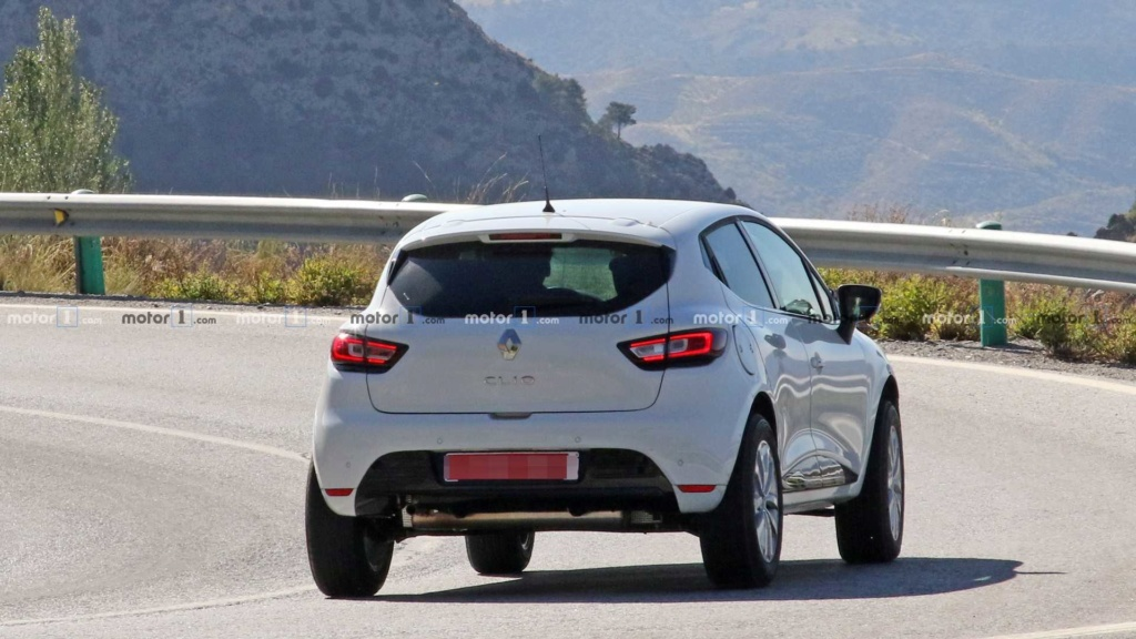 Renault testa crossover abaixo do Captur disfarçado de Clio Renaul41