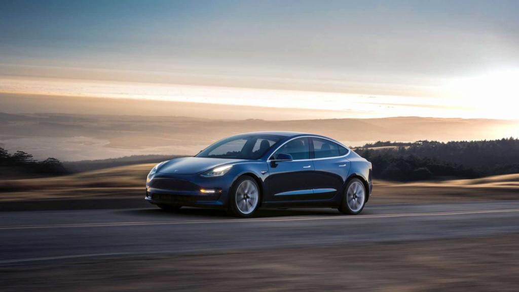 Tesla Model 3 ganha potência com upgrade de US$ 2 mil e sem sair de casa Tesla-26