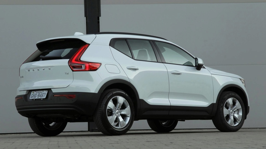 Volvo cogita lançar compactos, incluindo SUV abaixo do XC40 Volvo-18