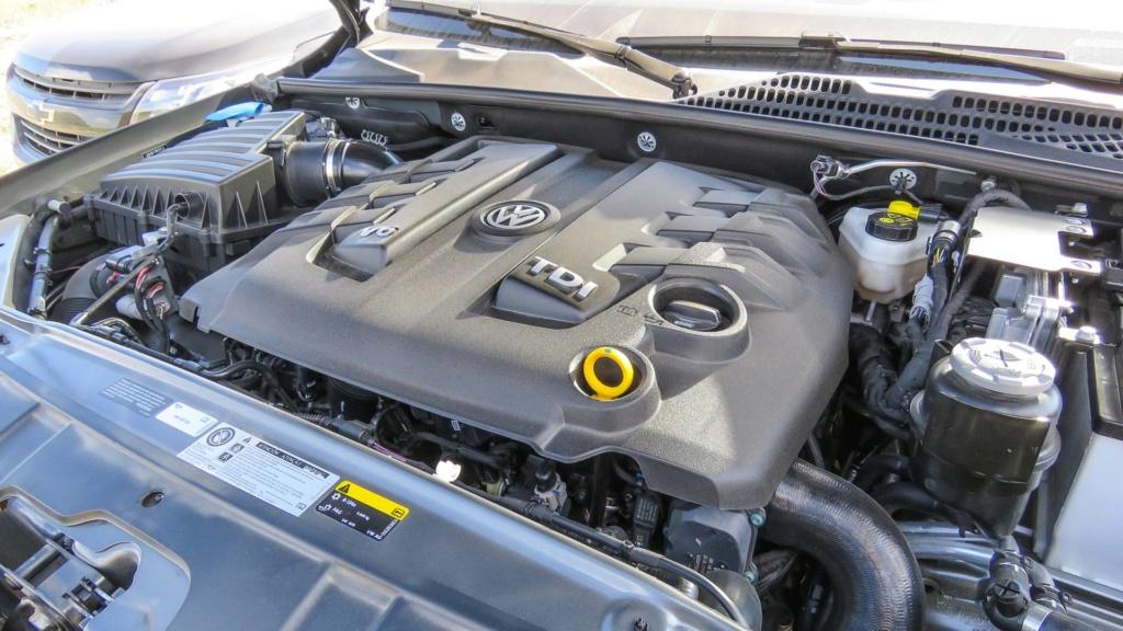 Volkswagen Amarok com motor V6 de 258 cv estreia no fim do ano Vw-ama21