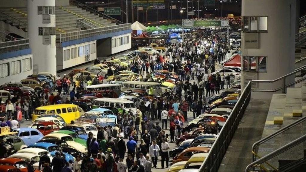 Noite do Fusca celebra história do besouro no Sambódromo de São Paulo Vw-fus12
