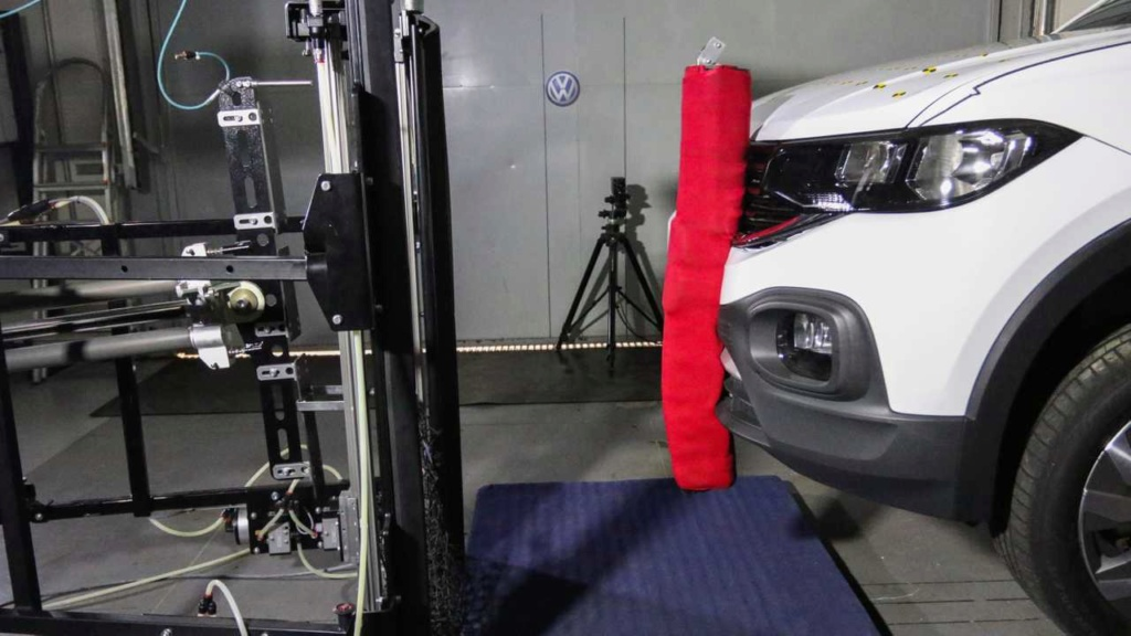 VW mostra como fez o T-Cross ter 5 estrelas em segurança Vw-lab10